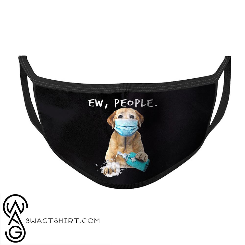 Labrador retriever washing hands ew people face mask(1)