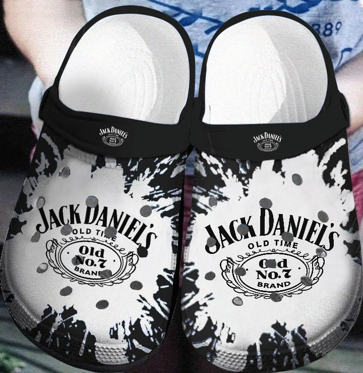 jack daniels old no 7 tennessee whiskey crocs 1