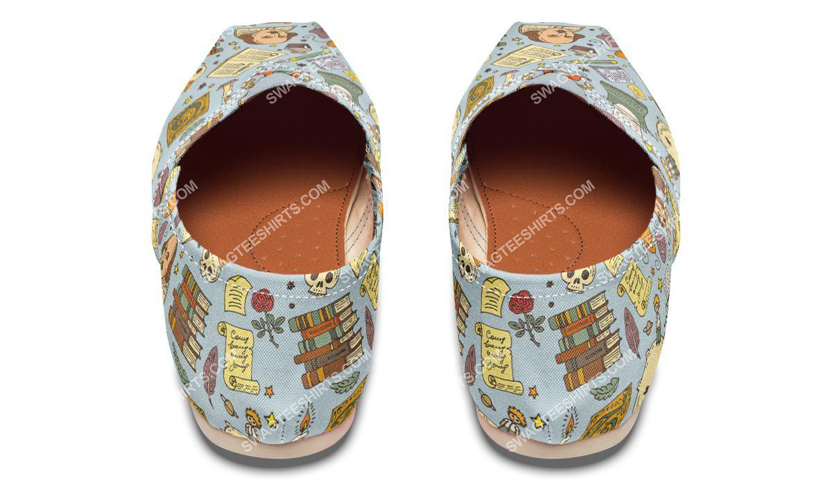 retro literature pattern all over printed toms shoes 3(1)